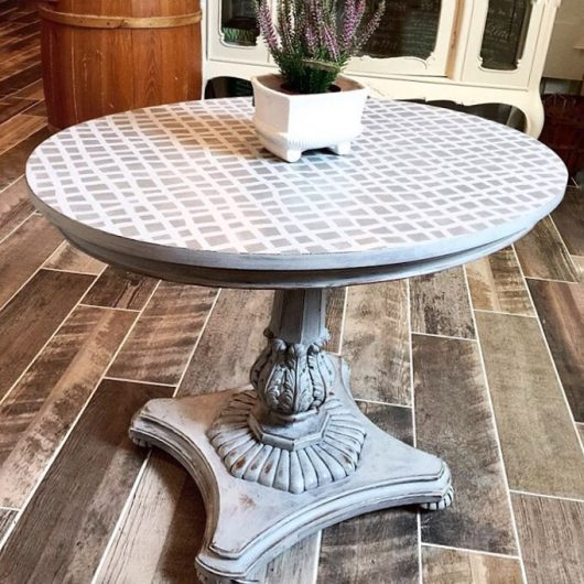 A stenciled table makeover using the Mesh Allover Stencil from Cutting Edge Stencils. http://www.cuttingedgestencils.com/mesh-contemporary-stencil-grid-pattern.html