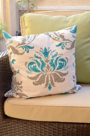 Learn how to stencil DIY accent pillows using the Gabrielle Damask Accent Pillow Stencil Kit from Cutting Edge Stencils. http://www.cuttingedgestencils.com/gabrielle-damask-stencils-paint-a-pillow-kit.html