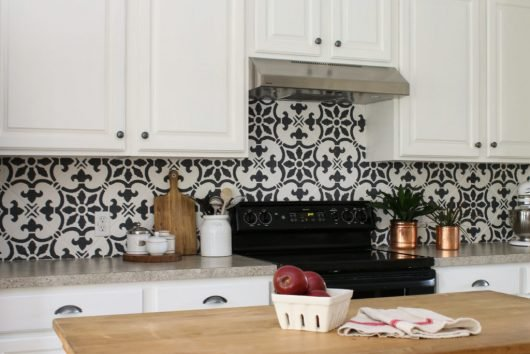 Picture Backsplash Kitchen | How To Stencil A Kitchen Backsplash Using A Tile Pattern