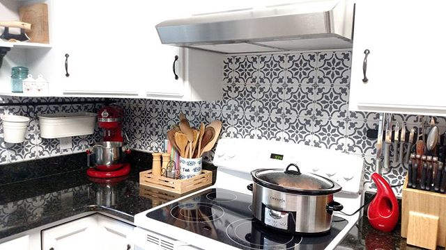 A Diy Stenciled Faux Tile Kitchen Backsplash Using The Fabiola Stencil From Cutting Edge Stencils