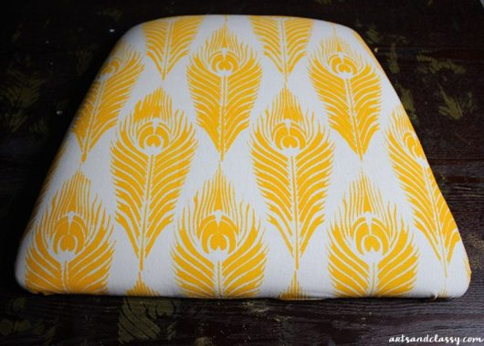 Learn how to stencil fabric to makeover an old chair cushion using the Peacock Feather Stencil from Cutting Edge Stencils. http://www.cuttingedgestencils.com/peacock-feathers-stencil-for-pillow-kit.html