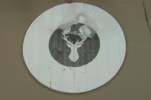 Learn how to make a DIY farmhouse wall clock using a Clock Stencil from Cutting Edge Stencils. http://www.cuttingedgestencils.com/farm-house-clock-stencil-wall-stencils-rustic-clock.html