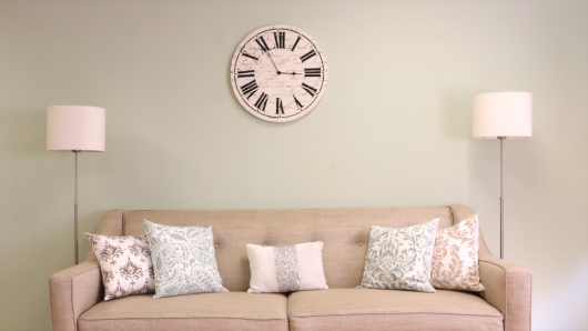 Cutting Edge Stencils shares how to stencil a DIY farmhouse wall clock using the Clock Stencil. http://www.cuttingedgestencils.com/farm-house-clock-stencil-wall-stencils-rustic-clock.html