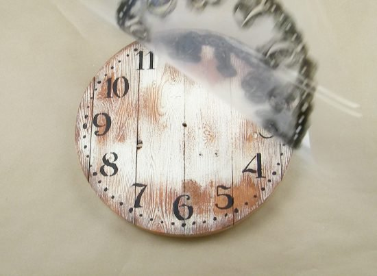 Learn how to make a distressed farmhouse wall clock using the Old Farm Clock Wall Stencil from Cutting Edge Stencils. http://www.cuttingedgestencils.com/old-farm-clock-stencil-farmhouse-clock-design.html