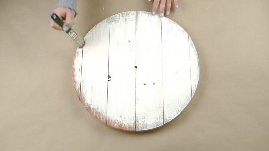 Learn how to stencil a distressed farmhouse wall clock using the Old Farm Clock Wall Stencil from Cutting Edge Stencils. http://www.cuttingedgestencils.com/old-farm-clock-stencil-farmhouse-clock-design.html