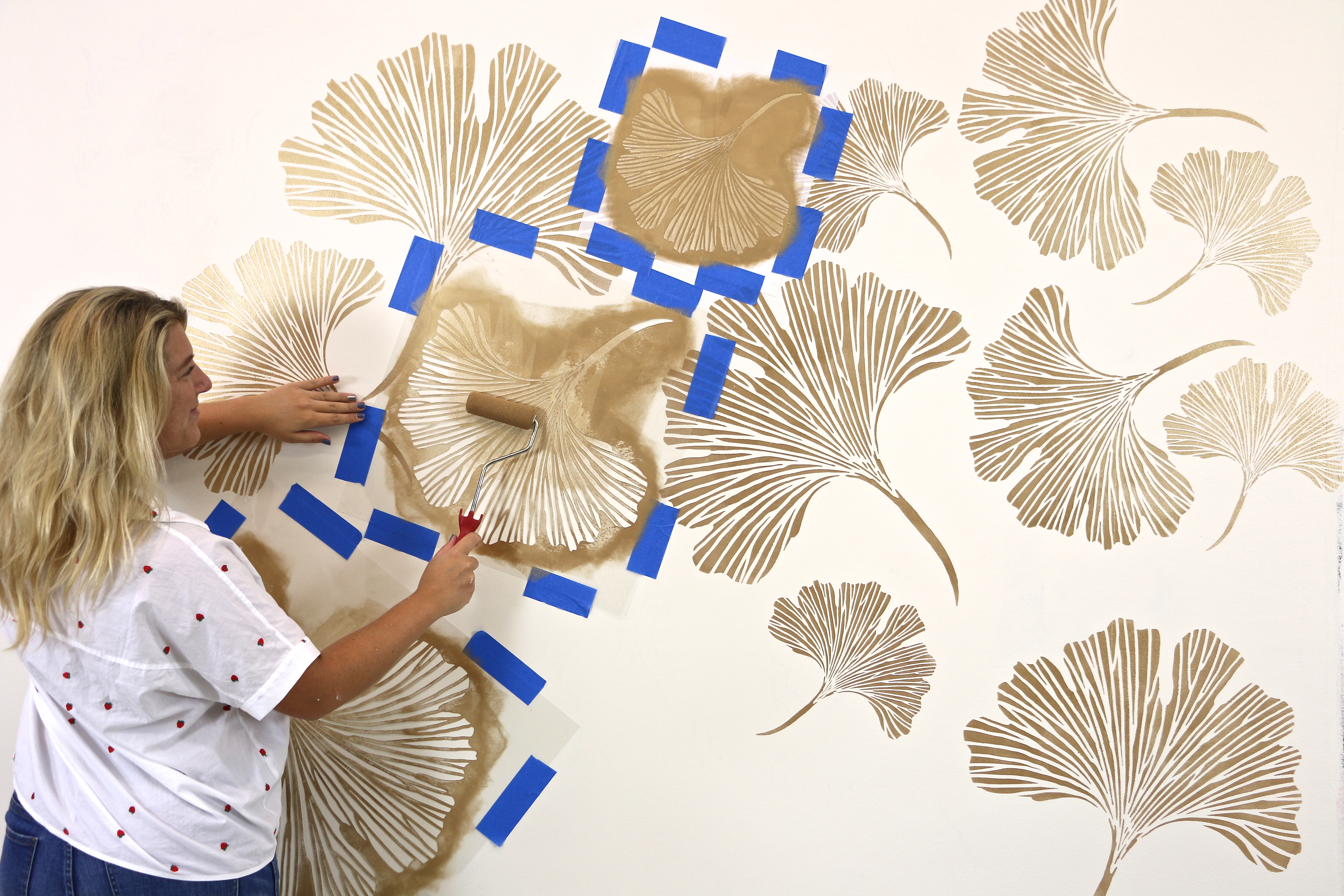 Paint the wall stencil with metallic paint